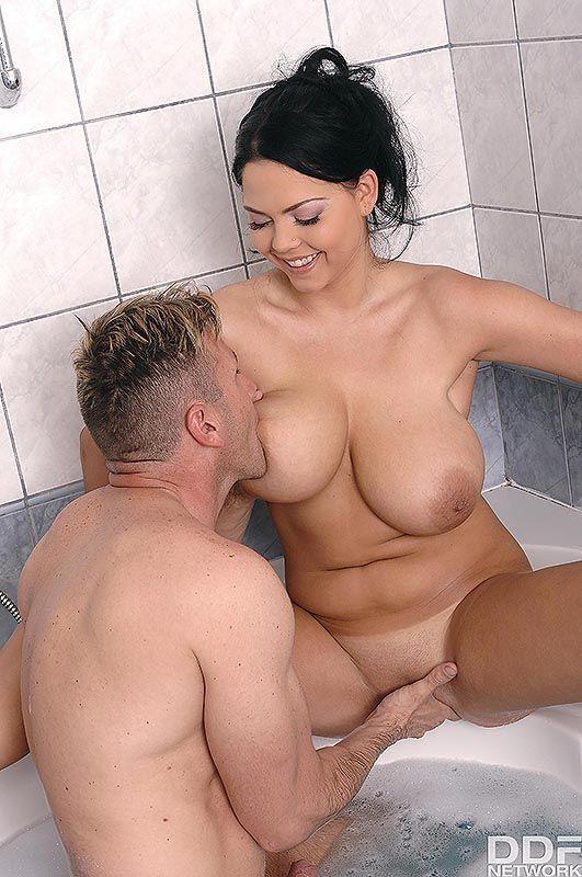 Casal Safado Fazeno Sexo no Banho