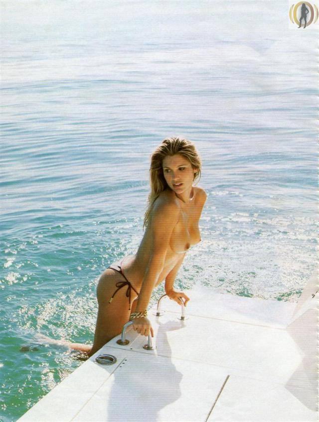 Flavia Alessandra Pelada Nua