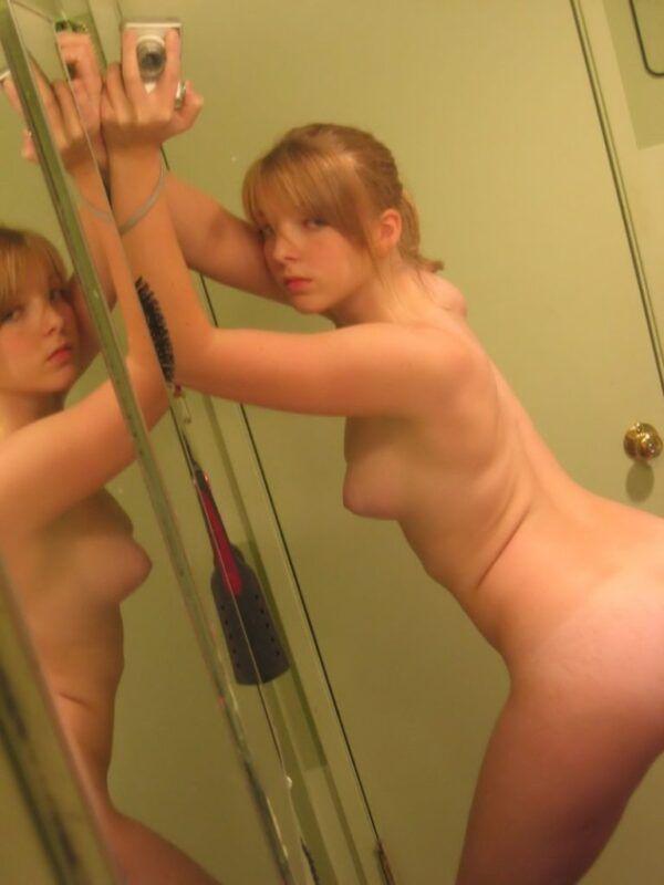 Fotos de Ninfeta Amadora Pelada no Espelho