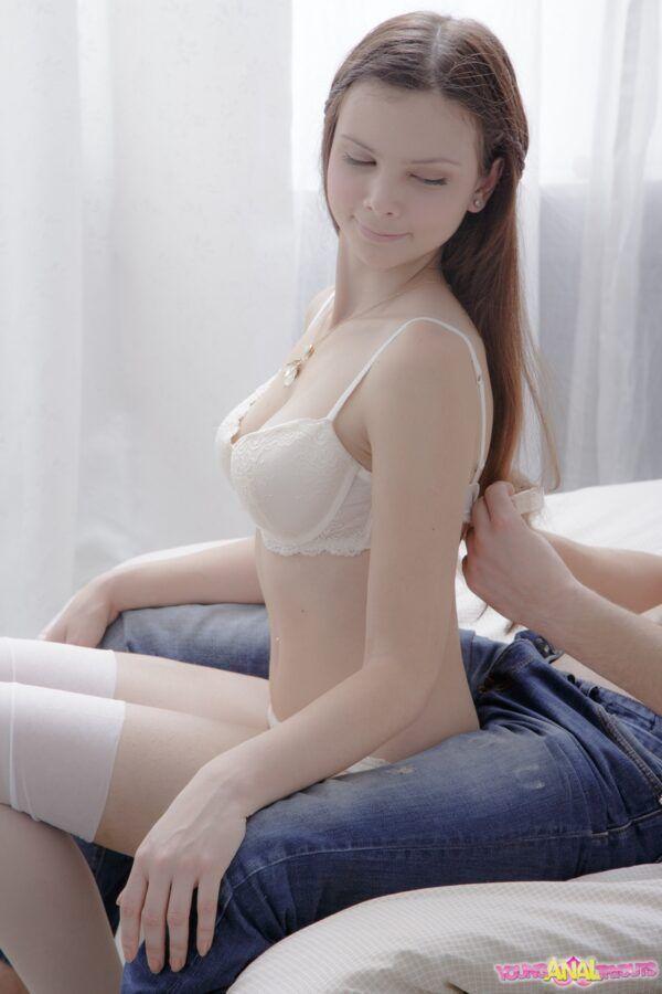 Sexo anal com novinha linda dando o cuzinho