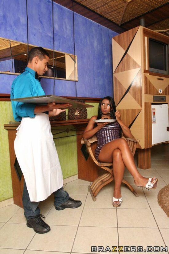 Foto porno de mulata dando o cuzinho