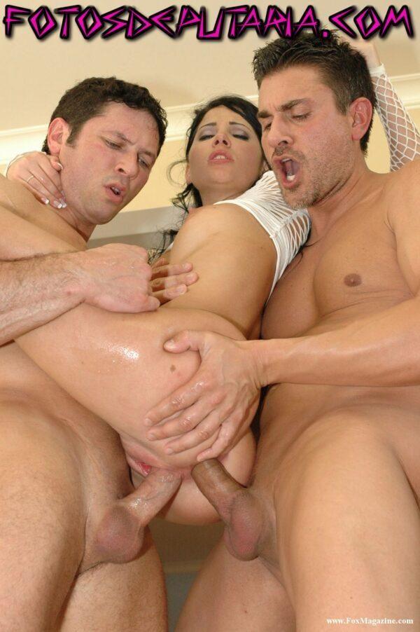 Novinha gostosa fazendo dupla penetração