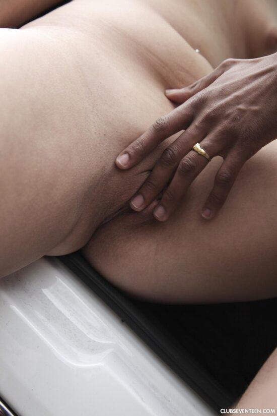 Casal amador fazendo sexo no carro