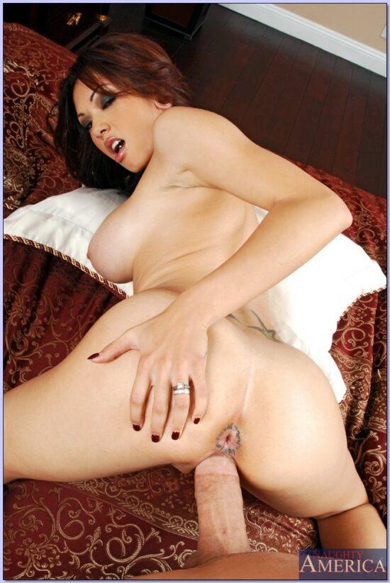 Fotos com mulher peituda gostosa dando a buceta