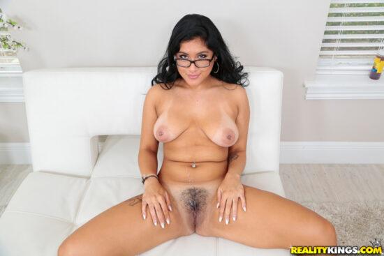 Fotos de sexo e gozada na buceta peluda da morena