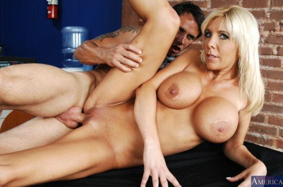 Fotos de sexo gostoso com peituda de buceta grande