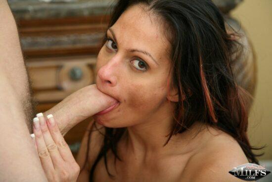 Fotos de sexo quente com morena de peitões grandes