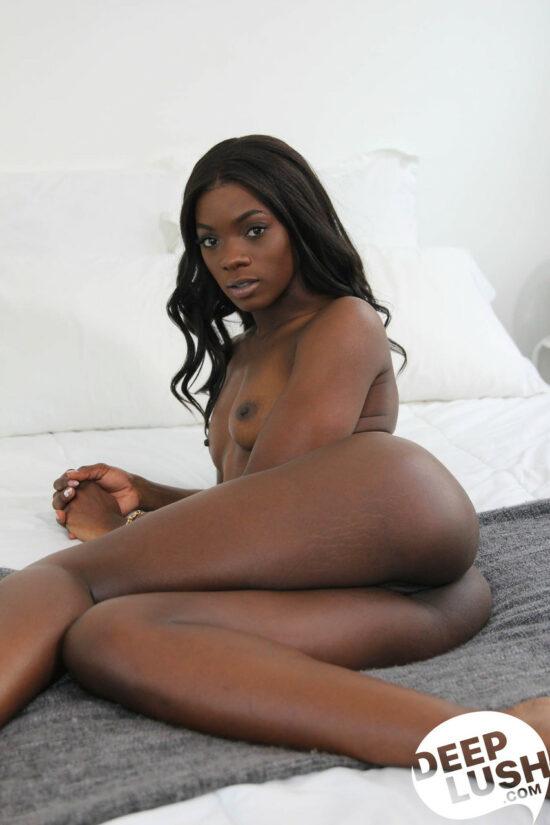 Fotos de negra gostosa dando a boceta