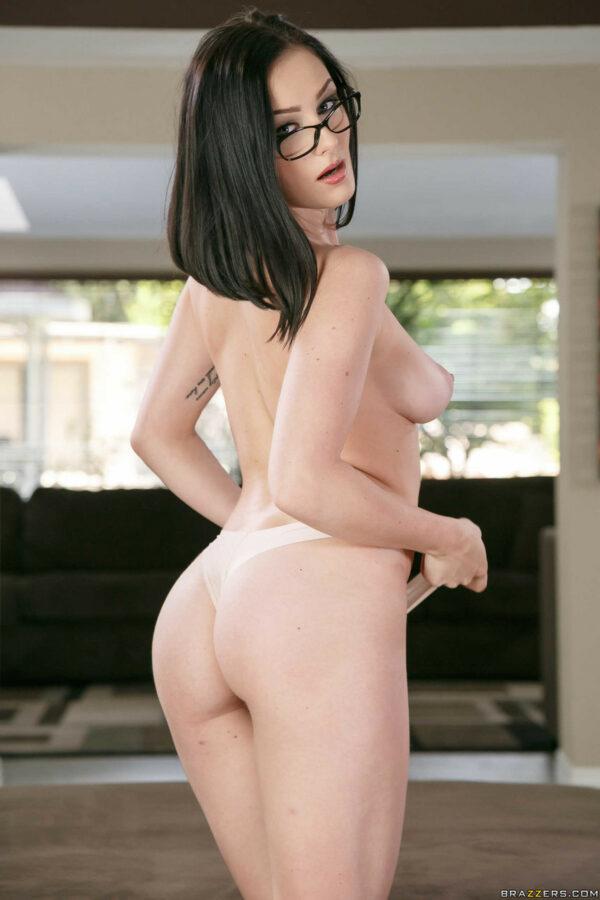 Fotos de nerd novinha tirando a roupa