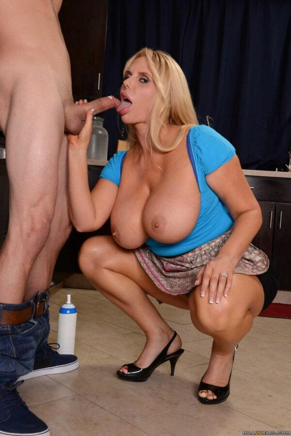 Fotos pornô com loira peituda fazendo sexo