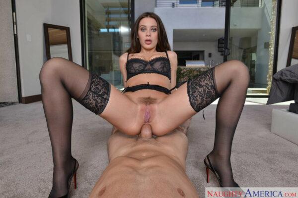 Novinha fazendo sexo anal de lingerie