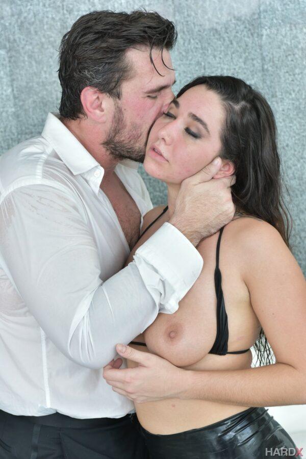 Novinha tesuda dando sua buceta peluda